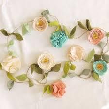 http fancyfreefinery etsy felt flower garland by fancy