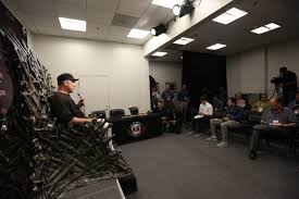 bruce bochy sat on the iron throne for his postgame press