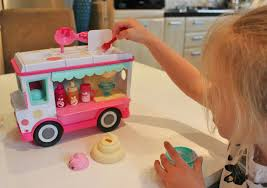 glitter truck mummy m u0027s memories num noms lip gloss truck review