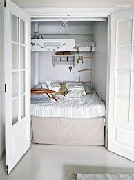 bunk beds in small spaces best 25 small bunk beds ideas on