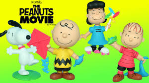 the peanuts movie figures charlie brown u0026 snoopy stops the red