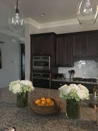 kitchen island centerpieces the 25 best kitchen island centerpiece ideas on