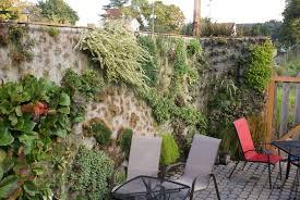 singer hill coffee vertical gardens