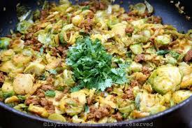 cuisiner les choux de bruxelles choux de bruxelles au chorizo et coriandre fraîche recettes de laylita