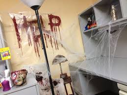 52 halloween office window decorating ideas office halloween