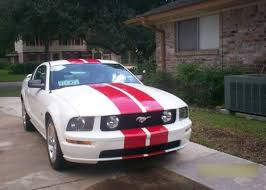 white mustang 2006 anyone pics of a white 05 mustang gt with racing stripes