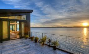 modern beach houses high tides mud slides no problem for this modern beach house on