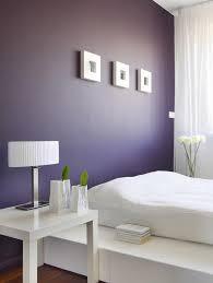 chambre violet blanc couleur de peinture pour chambre violet foncé table chevet blanc