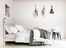 homes and interiors country homes and interiors days room pastel petal bedding