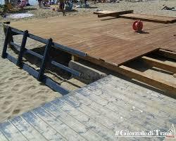 pedana per disabili la nuova pedana per l accesso dei disabili alla spiaggia di trani