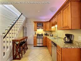 f p w savannah georgia vacation rentals f p w carriage house kitchen1 1 jpg
