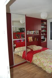 agencement chambre chambre aménagé avec rangement l du rangement