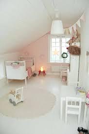 tapis de sol chambre decoration lit enfant chambre bb beige et blanc simple decoration
