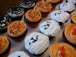 100 halloween cupcake cakes ideas halloween two tone rose