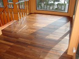 Homes With Laminate Flooring Awesome Hardwood Floor Vs Laminate Homesfeed