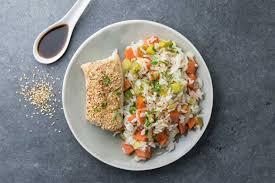 cuisiner poisson blanc poisson blanc au sésame et riz aux petits légumes et sauce soja