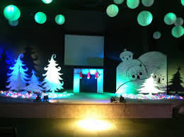 the christmas trees are simple yet very pretty stage designs