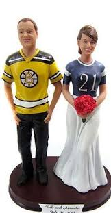 cake toppers that look like the bride and groom are sooo awesome