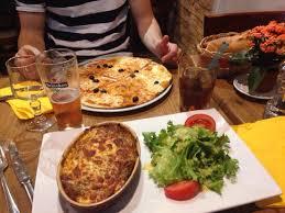 une marguerite en cuisine calzone originale picture of pizza pa cagnes sur mer tripadvisor