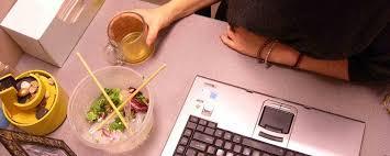 que manger le midi au bureau 5 conseils pour manger au bureau francesoir