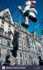 new yorker thanksgiving cartoon new york ny usa public events giant balloon cartoon character