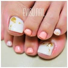 31 easy pedicure designs for spring pedicures pretty nails and