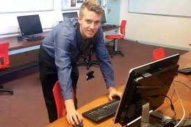 What Does A Help Desk Person Do For Business U003e Apprenticeships Work For Business Strode College