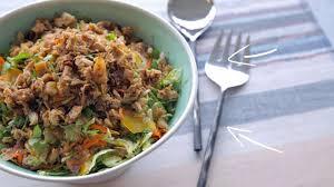 cuisiner des choux de bruxelles salade de choux de bruxelles au poulet croustillant cuisine
