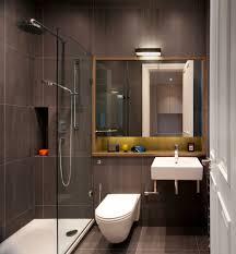 desain kamar mandi transparan desain kamar mandi kecil sempit keramik dinding warna gray toilet