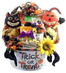 Candy Gift Basket Buy Over The Top Halloween Family Size Halloween Candy Gift