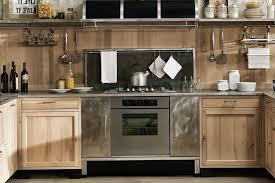 cuisine en bois naturel cuisine en kit bois massif aménagée naturel sympathique conception
