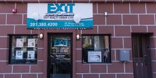 becoming a realtor the financial benefits of becoming a realtor with exit realty