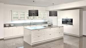 küche landhausstil modern hubsch kuche weis hochglanz landhaus landhausstil modern l form