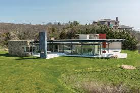 tinder exec swipes right on 100k month montauk mansion new york