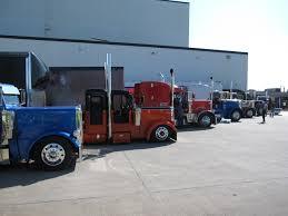 peterbilt semi trucks file peterbilt trucks 1 jpg wikimedia commons