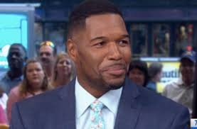 michael strahan new haircut gma co host michael strahan loses part of finger in accident
