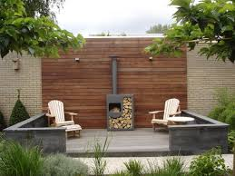 simple garden setting really like the ipe wall gardens