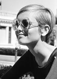 twiggy hairstyle short hairstyles and cuts twiggy straight cut with deep side part