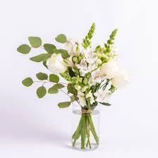 white bouquet bouquet in white