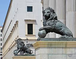 statue lions spain s government says no to for iconic lion statue