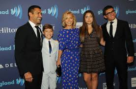 kelly ripa children pictures 2014 kelly ripa poses with her gorgeous family picture kelly ripa s