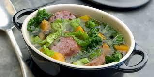 cuisiner du choux vert potée au chou vert recettes femme actuelle