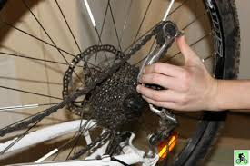 comment changer chambre à air vélo et si on bougeait en vtt entretien roues et pneus réparation d
