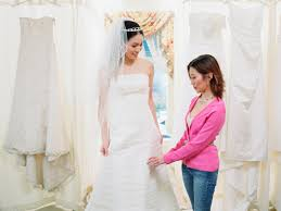 the dos and don u0027ts of choosing your wedding dress glamour