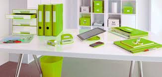 le de bureau vert anis idée déco au bureau misez sur l harmonie des couleurs ambiance