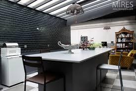 photo cuisine avec carrelage metro carrelage metro cuisine amazing carrelage m tro noir qui invite l l