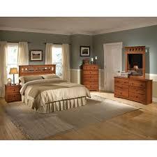 cambridge seasons 5 piece light cherry queen bed dresser mirror