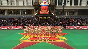 thanksgiving parade tv schedule crowds cheer at macy u0027s thanksgiving day parade nbc new york
