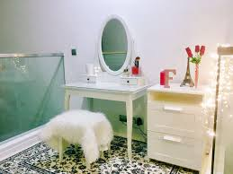 beginner u0027s guide setup a simple vanity table for your