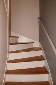 etagere pour vernis rénovation escalier bois décapage marches pour les ramener en